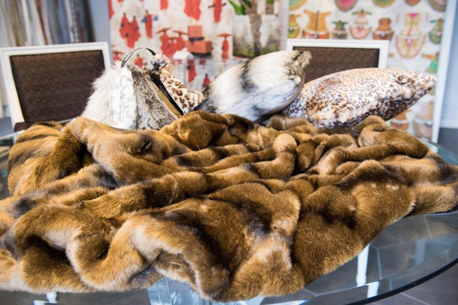 Ecologic furs and soft cashmere plaids